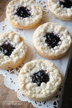 French Sables - Classic jammers recipe from Dori Greensoan posted by Pen N' Paperflowers ****** Adding to my Christmas Baking List these look great! ********** LL