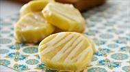Tolle Keksrezepte, wie zum Beispiel die fruchtig-leckeren Zitronen-Joghurt Kekse, finden Sie auf for me online.