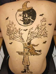 Lehet, hogy bátor vállalás volt, de tavaly novemberben (5 hónappal a henna tanfolyam után) jelentkeztem a WOBAA versenyre henna kategóriában, méghozzá egy nem tipikusan hennás témában... Ld. a blogon... Henna, Skull, Tattoos, Blog, Tatuajes, Tattoo, Hennas, Japanese Tattoos, A Tattoo