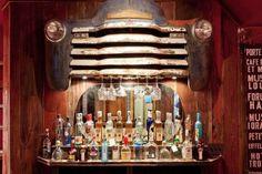 Mesa de bilhar, bar e minicinema são algumas das atrações destes espaços feitos para eles relaxarem e se divertirem com os amigos