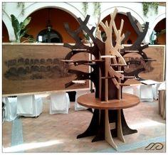 Árbol para platos en el salón de celebraciones. Tree to display dishes in the Banquet room.
