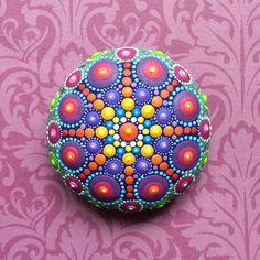 Jewel Drop Mandala Painted Stone par ElspethMcLean sur Etsy