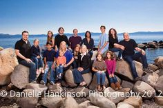 good idea for pose for large group Large Group Photos, Extended Family Photos, Large Family Poses, Cute Family Photos, Family Posing, Family Pictures, Family Portraits, Family Reunion Photos, Family Reunions