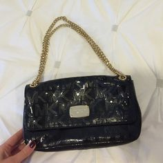 Michael Kors Cross Body Purse 100% authentic. Barely used. Great condition. Great size and very roomy. Can be worn with both straps or one. Michael Kors Bags Crossbody Bags