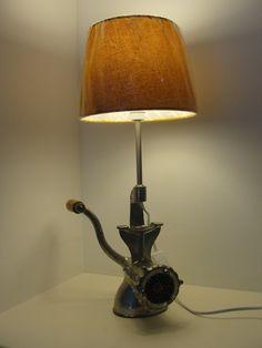 Lampe objet détourné hachoir à viande vintage