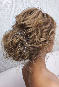44 Romantic Messy updo hairstyles for medium length to long hair - messy updo hairstyle for elegant look, hairstyle ideas , updo, wedding updo hairstyle ,textured updo up hairstyles 44 Messy updo hairstyles – The most romantic updo to get an elegant look Wedding Hairstyles For Long Hair, Wedding Hair And Makeup, Messy Hairstyles, Elegant Hairstyles, Hairstyle Ideas, Messy Wedding Updo, Bridesmaid Hair Updo Messy, Beautiful Hairstyles, Natural Hairstyles