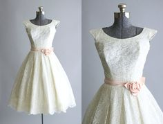 Vintage 1950s Dress / 50s Wedding Dress / White Chantilly Lace Wedding Dress w/ Pink Rosette Sash XS/S