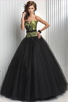 New Fashion Dress with the Corset Bodice and the Black Ball Skirt