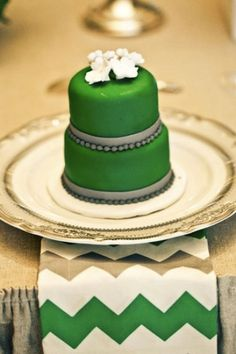 Green Wedding Details, Green Wedding Cake, Chevron, Individual Cakes