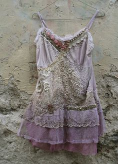 Midsummer night's dream- romantic embroidered and beaded top/tunic, antique and vintage laces, shabby chic, textil art collage Bohemian Mode, Boho Hippie, Bohemian Style, Tops Vintage, Vintage Lace, Antique Lace, Vintage Outfits, Boho Outfits, Dress Outfits