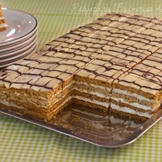 "Prăjitura cu foi cu miere și nucă ""Frumoasa Adormită"" Honey Recipes, Sweets Recipes, Easy Desserts, Cookie Recipes, Romanian Desserts, Romanian Food, Pastry Cake, Sweet Cakes, Ice Cream Recipes"