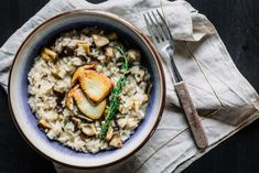 Încă nu am descoperit un risotto care să-mi placă mai mult decât cel cu hribi (da' aștept sugestii!), prin urmare, atunci când m-am trezit cu această situație la ușă, am uitat de orice planuri de testat rețete noi și am mers la sigur cu [...] Food Challenge, Stevia, Paella, Eat, Ethnic Recipes, Orice