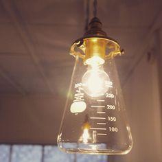 リカシツの照明はConical Pendant 理化学だからできるなら耐熱性そしてシンプルテイスト(。-_-。) #リカシツ#照明#コニカルビーカー#コニカルペンダント#理化学#試験管#万能ツボ#イカ瓶#タコ瓶#試薬瓶#ビーカー#フラスコ#試験管立て#三角フラスコ#メイソンジャー