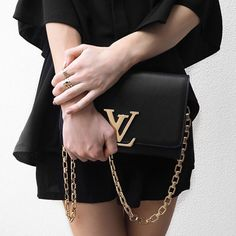 The most glamorous handbags for Spring are all about chains. Find your favourite one on Listupp.it #chains #trend #bag #accessories #fashion #blogger #louisvuitton #itbag #itgirl