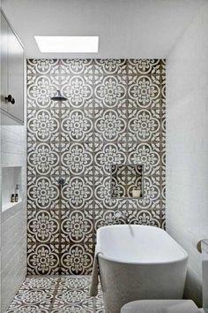 tendance déco 2018 salle-de-bain-carrelage-motif-cabine-douche