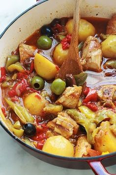Delicious complete and balanced dish: chicken with peppers .- Delicious complete and balanced dish: chicken with peppers and potatoes … mushrooms jams - Meat Recipes, Chicken Recipes, Dinner Recipes, Cooking Recipes, Healthy Recipes, Chicken Stuffed Peppers, Stuffed Sweet Peppers, Chicken Olives, Sauce Tomate