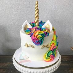 A rainbow cake is fun to look at and eat and a lot easier to make than you might think. Here's a step-by-step guide for how to make a rainbow birthday cake. Mini Cakes, Cupcake Cakes, Unicorn Themed Birthday, 7th Birthday, Birthday Ideas, Rainbow Unicorn Party, Unicorn Cupcakes, Savoury Cake, Cake Creations