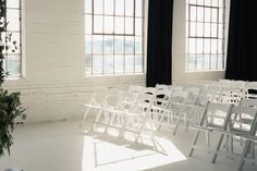 Wedding Venue in Montreal in Industrial loft space at L'Eloi PHOTO by Annabelle Agnew Photography Summer Wedding Venues, Loft Wedding, Outdoor Wedding Venues, Indoor Wedding, Civil Ceremony, Fine Art Wedding Photography, Loft Spaces, Montreal, Industrial Loft