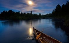 Moonlit Canoe, Allagash River Photograph by Michael Melford, National Geographic Moonlight bathes a birchbark canoe on Maine's Allagash River, a tranquil spot for paddlers. Landscape Wallpaper, Nature Wallpaper, Hd Wallpaper, 1920x1200 Wallpaper, Apple Wallpaper, Computer Wallpaper, Parks In New York, Canoa Kayak, River Pictures