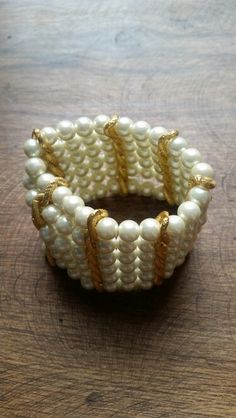 Pulsera en perla vidrio color crema de 6 vueltas.  Hermosa para toda ocasión. #pulsera #cadena #perla. $34.950