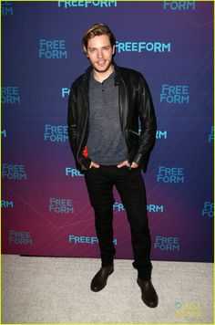 Dominic Sherwood at the ABC's TCA Party Dominic Sherwood Shadowhunters, Shadowhunters Cast, British Actors, American Actors, Christian Ozera, Mortal Instruments Jace, Vampire Diaries, Jace Lightwood, Charlie Carver