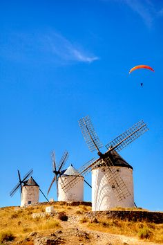 place places to go list places Dom Quixote, Sky Landscape, Southern Europe, Spain Travel, Travel Usa, Spain And Portugal, Le Moulin, Culture Travel, Beautiful Landscapes