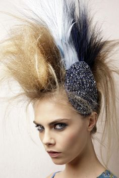 Punk-ish blonde-white-black hairstyle By Karl Lagerfeld / Cara Delevingne 240112