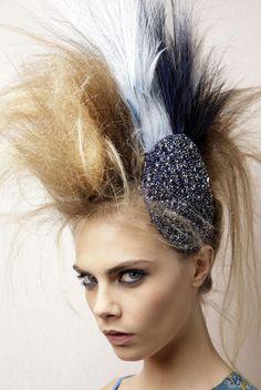 Punk-ish blonde-white-black hairstyle By Karl Lagerfeld / Cara Delevingne 240112