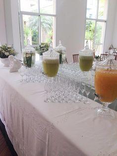 Decoração batizado, batizado de menino, assessoria de eventos, decoração de mesa, festa, decoração de mesa utilizando o branco, anjos, flores, taças, suqueiras
