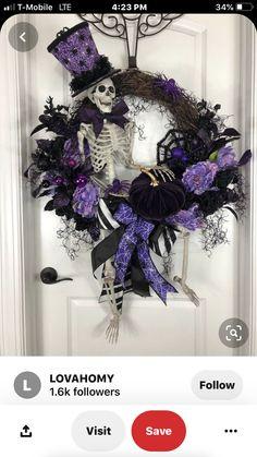 30 Creative DIY Halloween Wreath Design For The Thriller Night Halloween Mesh Wreaths, Halloween Ribbon, Halloween Door Decorations, Christmas Wreaths, Dollar Tree Halloween, Halloween Gifts, Fall Halloween, Halloween Coffin, Halloween Halloween