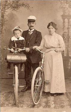 Family c. 1915 Love it!