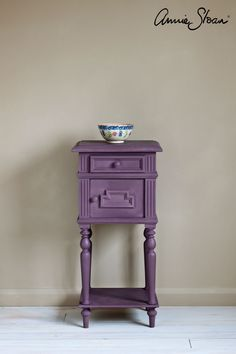 Rodmell is a damson purple in the Chalk Paint® palette. Annie Sloan first developed her signature range of furniture paint in calling it 'Chalk Paint' because of this decorative paint's velvety, matte finish. Annie Sloan Chalk Paint Colors, Annie Sloan Painted Furniture, Painting Wooden Furniture, White Chalk Paint, Wooden Painting, Chalk Painting, Shabby Chic Furniture, Rustic Furniture, Home Furniture
