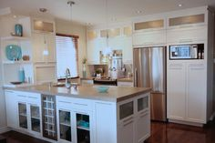 Cuisine 010 Armoires Shaker, Kitchen Sink, Kitchen Island, Armoire Design, Decoration, Farmhouse Decor, Sweet Home, Inspiration, Style Shaker