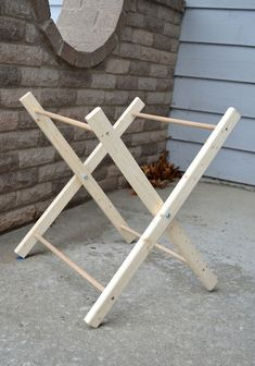 Maybe I can use this frame to make a doll changing table for Mackenzie Diys, Baby Nursery Diy, Small Space Interior Design, Diy Plant Stand, Macrame Design, Laundry Hamper, Baby Furniture, Baby Design, Diy For Kids