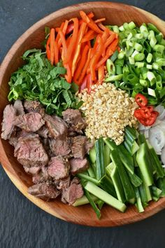 Thai beef salad recipe salads and bowls салаты, еда, рецепты Thai Beef Salad, Thai Salads, Low Carb Recipes, Cooking Recipes, Healthy Recipes, Soup Recipes, Recipies, Clean Eating, Healthy Eating