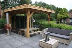 Houten buitenverblijf met doorschijnend dak en houten plankenvloer a kwaliteit kant en klare for Buiten patio model