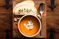 Linsen Möhren Suppe mit Cashewkernen