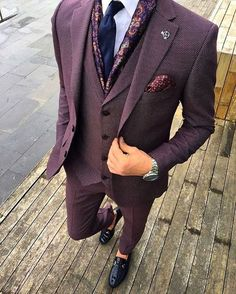 Cool or not? I think I love it. Bird's eye purple suit. MY god. What an awesome look and that's why this is my first post of 2017! Have an awesome year! And if you want to get more posts like this follow my tumblr at EverybodyLovesSuits