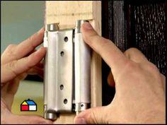 ¿Cómo instalar una puerta de vaivén? - YouTube