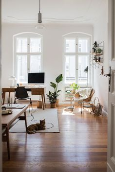 Berlin Apartment with Vintage Flair and Natural Colors — Vintage Apartment Decor, City Apartment Decor, Berlin Apartment, One Room Apartment, Cute Apartment, Apartment Interior Design, Apartment Goals, Madrid Apartment, Tiny Apartment Decorating