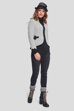 Taillierte Trachtenjacke mit mit geknöpften Dragoner 299,00€