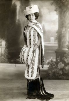 Style,1914. - ermine stole and muff