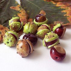 *Beautiful, lifelike lampwork chestnuts with prickly peel and without it. I had great fun making them, and you rejoice! Excellent for necklace.