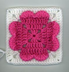 Free 4-hearts granny square crochet pattern / tutorial
