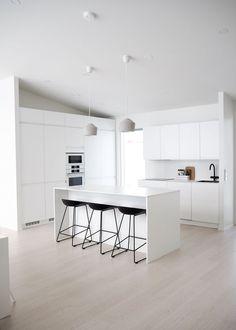 Minimalist Home Interior, Minimalist Kitchen, Contemporary Kitchen Design, Interior Design Living Room, Kitchen Furniture, Kitchen Decor, Kitchen Ideas, Cuisines Design, Apartment Kitchen