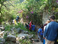 The path to Escuela Caracol