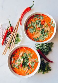 15 Minute Coconut Curry Noodle Soup (One Pot): The richness of the coconut milk, the spicy of the curry paste, the tangy bite of the lime, the funky awesomeness of the fish sauce…I'll stop there. Fast Easy Dinner, Fast Dinner Recipes, Fast Dinners, Soup Recipes, Cooking Recipes, Recipies, Curry Noodles, Vermicelli Noodles, Coconut Curry