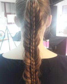 Nie mogłam przejść obojętnie obok taaakich włosów  mania zaplatania!  #takiepiekne #wlosy #dlugiewlosy #dziewczyna #warkocz #klos #fryzura #fryzuromania #blogowlosach #kochamwarkocze #braid #fishtail #hotd #hairstyle #hairfashion #longhair #hairblog #hairstylist #hairstylistlife tlife