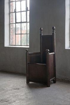 Chair in oak The Netherlands 16th century Oak