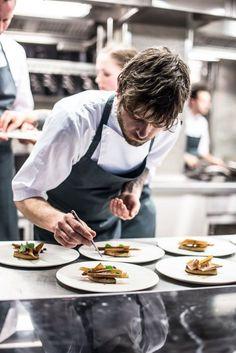restaurant photography Foie gras servings and The chef also Restaurant Photos, Restaurant Recipes, Restaurant Restaurant, Chef Pictures, Photo Food, Food Photography Tips, Cooking Chef, Le Chef, Chef Recipes